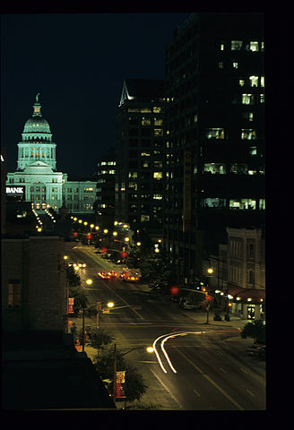 328px-Capitol_in_Austin_Texas_at_Night