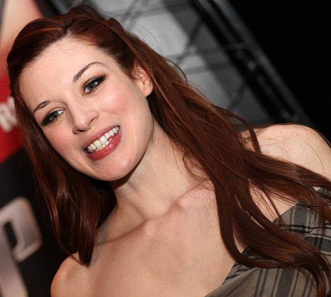 668px-Stoya_at_AVN_Awards_Expo_2012