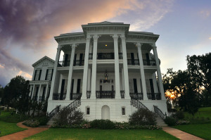 By Ludovic Bertron from New York City, Usa (Nottoway Plantation  Uploaded by russavia) [CC-BY-2.0 (http://creativecommons.org/licenses/by/2.0)], via Wikimedia Commons