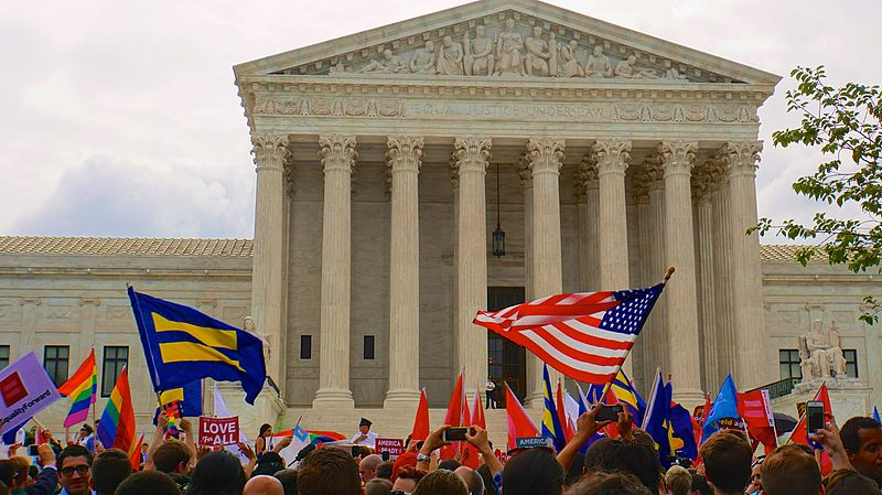 """SCOTUS Marriage Equality 2015 (Obergefell v. Hodges) - 26 June 2015"" by Ted Eytan from Washington, DC, USA (SCOTUS Marriage Equality 2015 58151) [CC BY-SA 2.0 (http://creativecommons.org/licenses/by-sa/2.0)], via Wikimedia Commons"